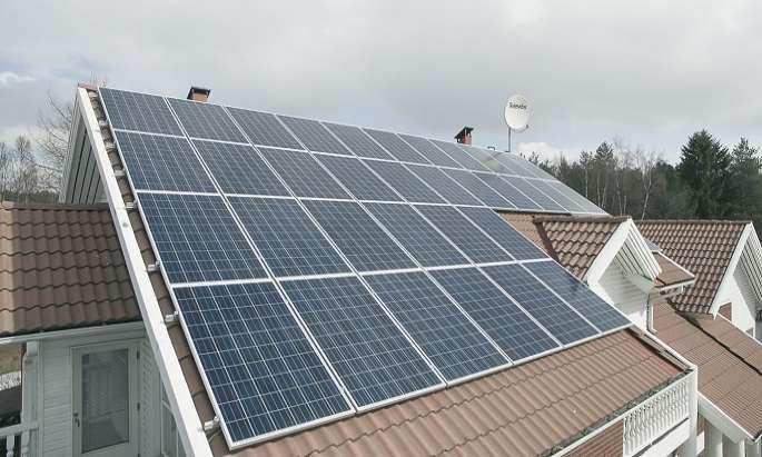 Govt to float tender for renewable energy in autumn
